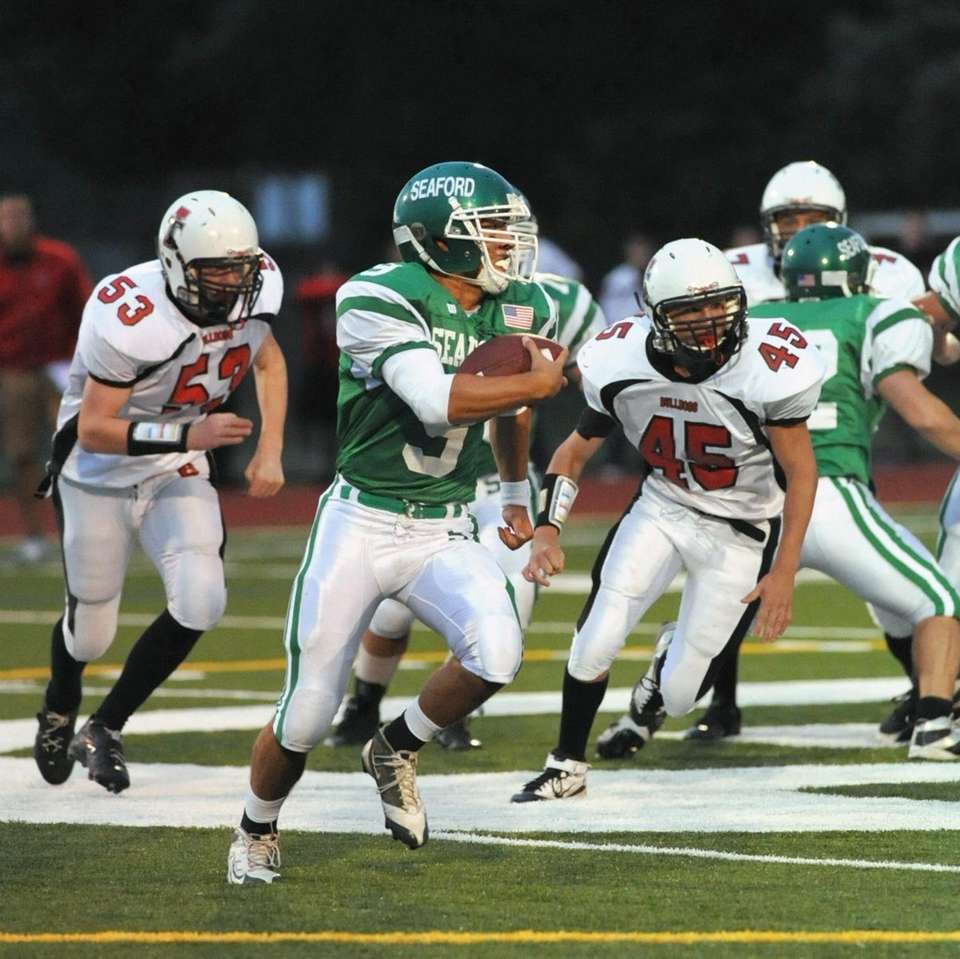 Seaford's QB Joe Kirincic (9, center), breaks out