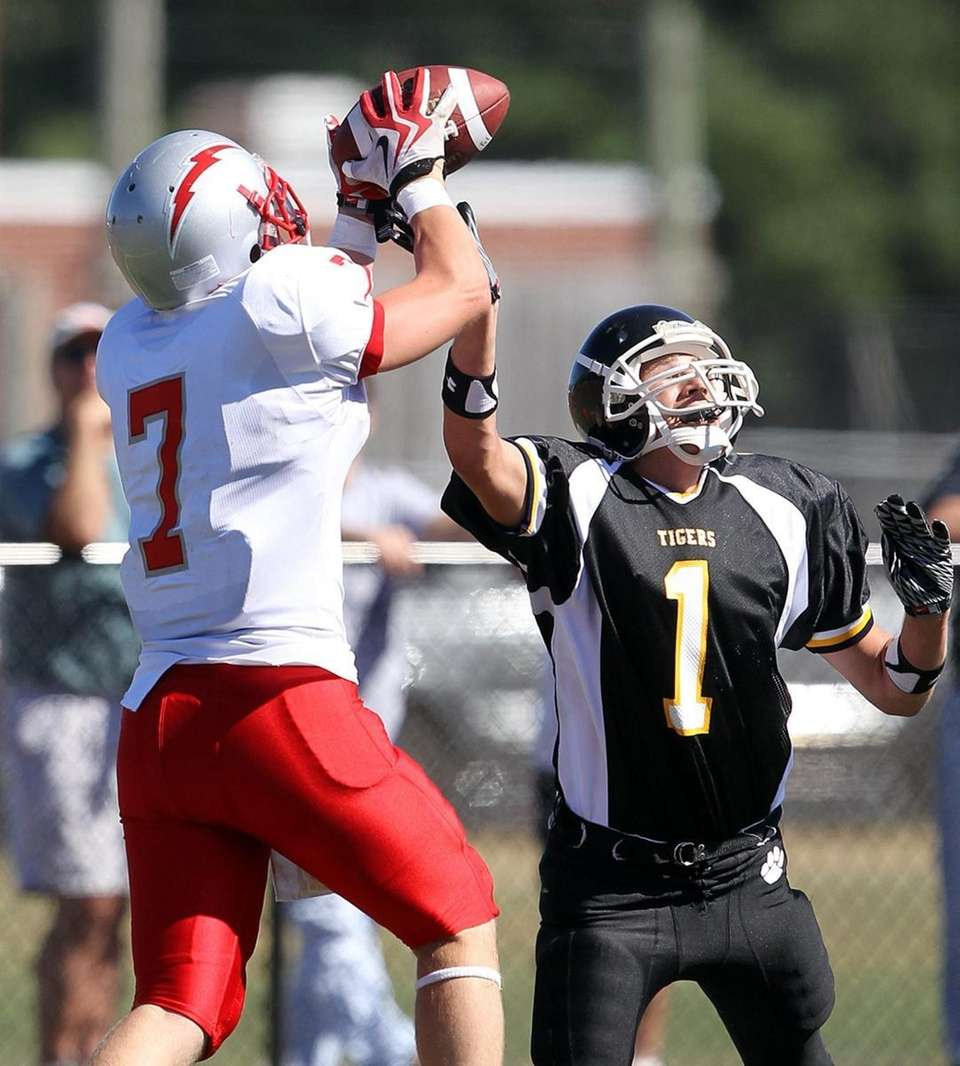 Connetquot's Tommy McInerney (7) beats Northport's Tom Cordts
