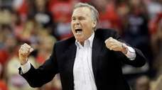 Houston Rockets head coach Mike D'Antoni reacts to