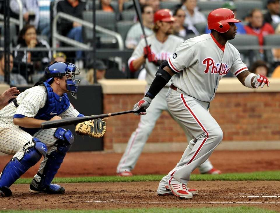 Philadelphia Phillies' Ryan Howard, right, hits an RBI-single