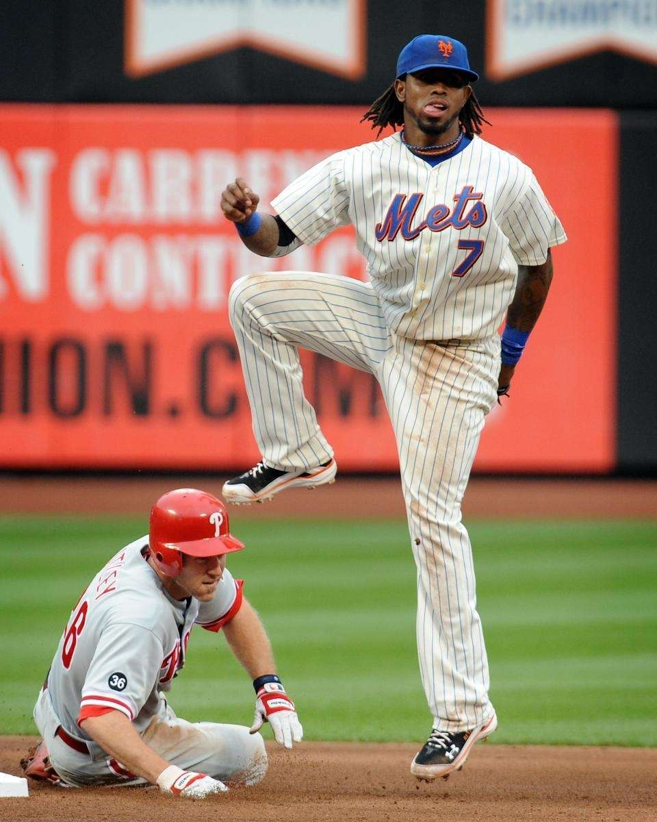 Jose Reyes forces out Philadelphia Phillies' Chase Utley