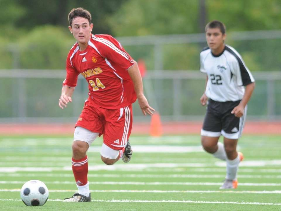 Chaminade's Thomas Roulis, left, pulls ahead of Farmingdale's