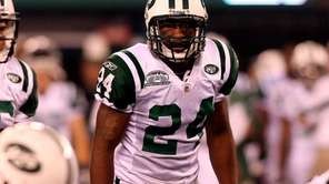 Jets cornerback Darrelle Revis eyes the offense of