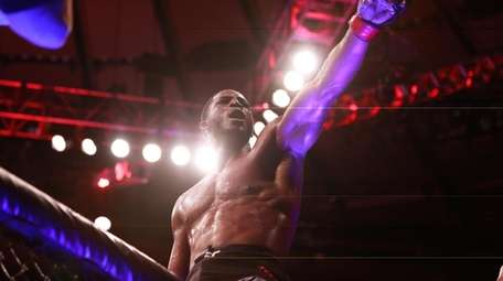 Middleweight Karl Roberson defeated Jack Marshman by unanimous