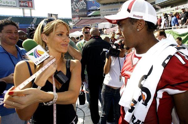 TV Azteca reporter Ines Sainz measures the bicep