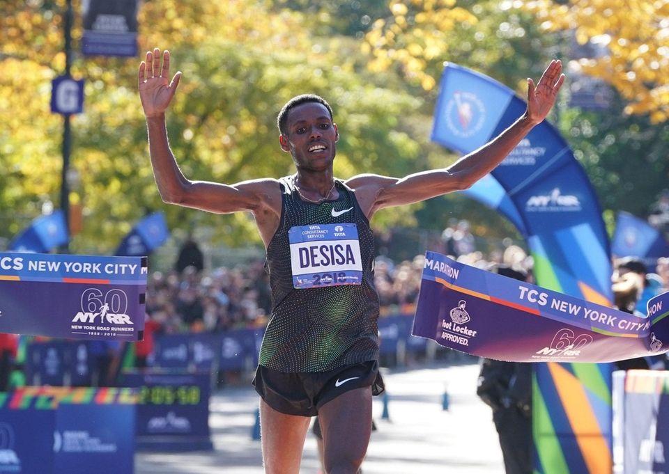 Lelisa Desisa of Ethiopia crosses the finish line