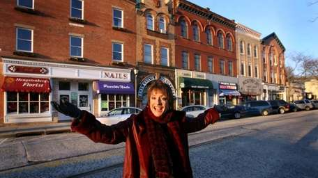 Patti LuPone revisits her Northport roots shortly after