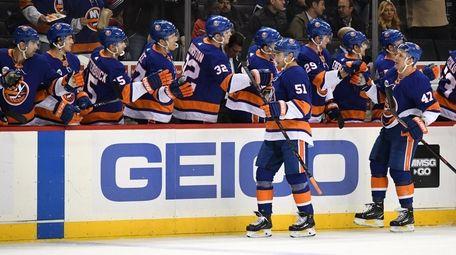 Islanders players congratulate center Valtteri Filppula after scoring