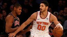 The Knicks' Enes Kanter works against the Bulls'