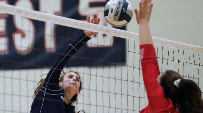 Smithtown West's Kasey Tietjen scores the kill shot