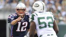 Patriots quarterback Tom Brady points at Jets linebacker
