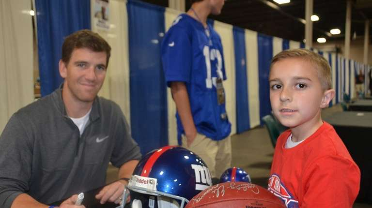 Giants quarterback Eli Manning with Kidsday reporter Michael