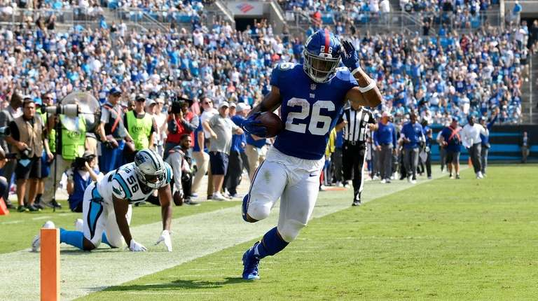 Saquon Barkley of the Giants scores against the