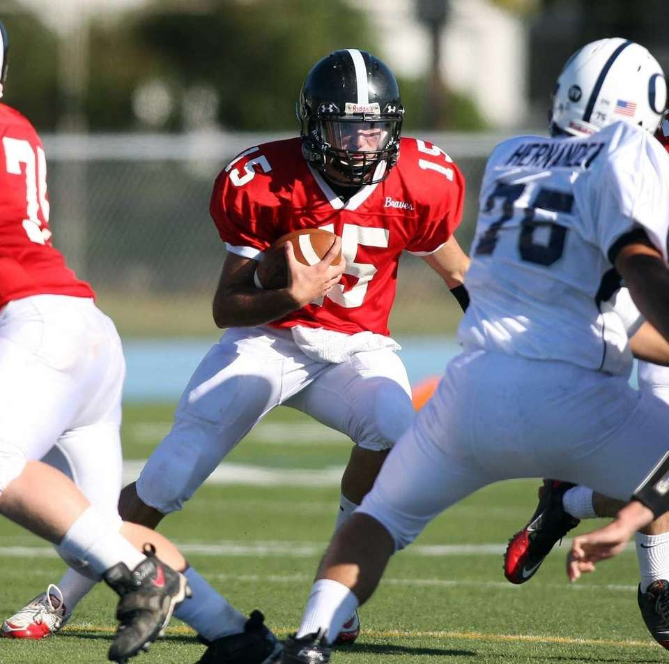 Syosset's Alex Contino has nowhere to run against