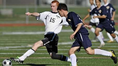 Farmingdale's Mike Kildare battles for the ball with