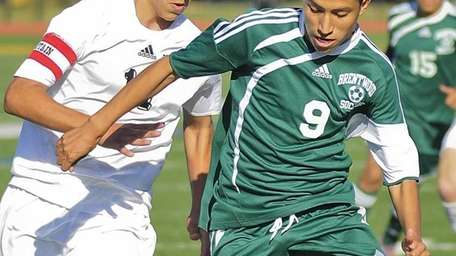 Commack's Vincent Iannitelli, left, defends against Brentwood's Giancarlo