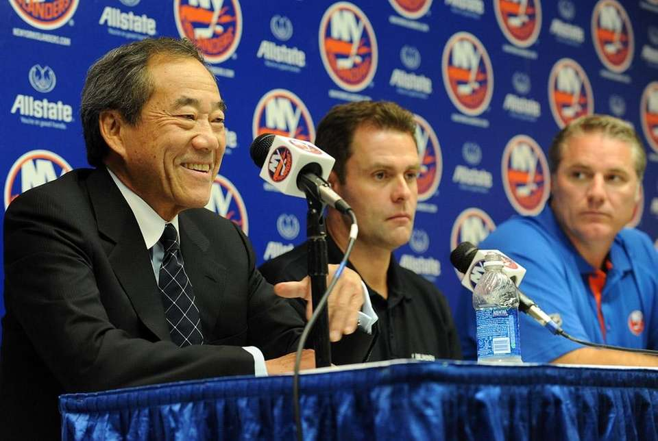 Owner Charles Wang, head coach Scott Gordon and