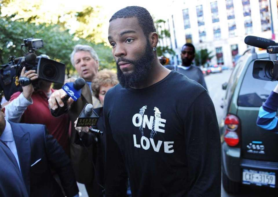 Braylon Edwards walks outside a court building. (Sept.