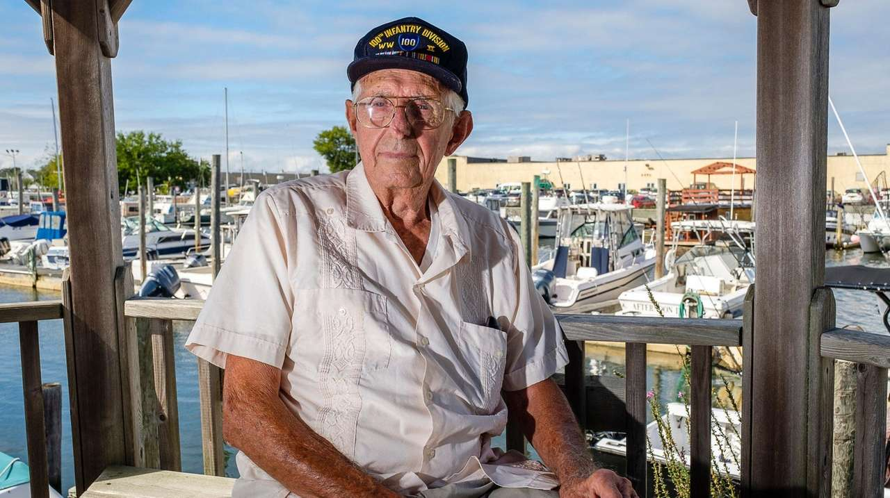 WWII veteran reflects on how 'lucky' he is
