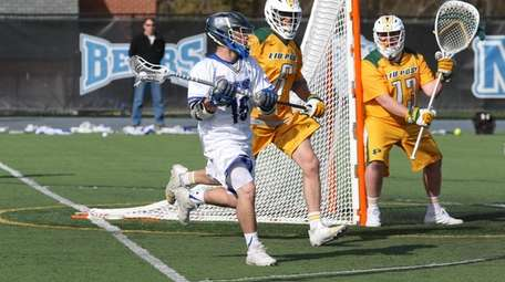 Lenny Innamorato of NYIT men's lacrosse team competes