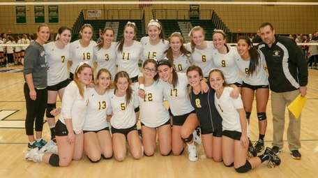 Wantagh celebrates its set victory over Lynbrook in