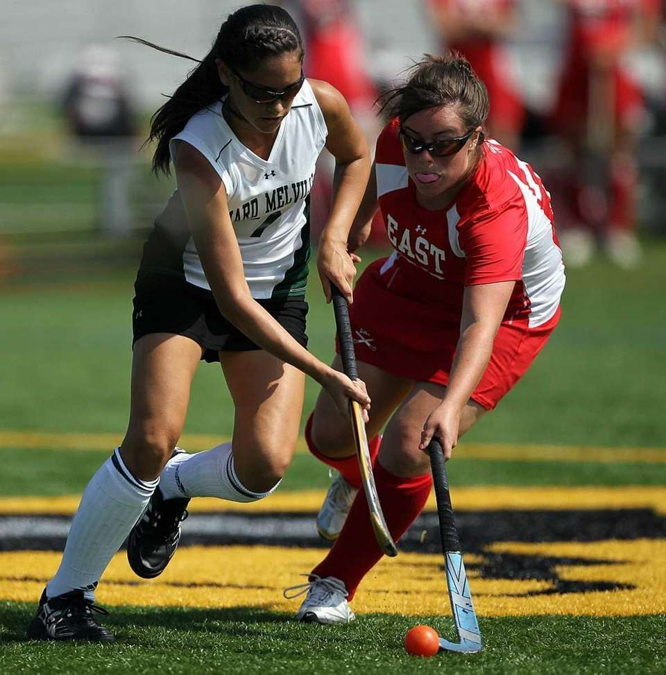 Ward Melville's Vanessa Pryor (7) battles Smithtown defender