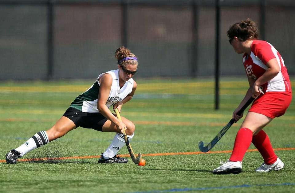 ard Melville's Abby Beltrani (11) maneuvers the ball