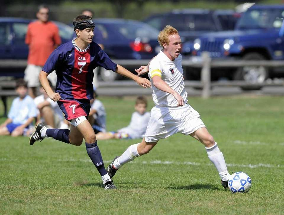 Cold Spring Harbors Rich Pisano chases Friends Academy's