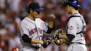 New York Mets catcher Josh Thole, right, and