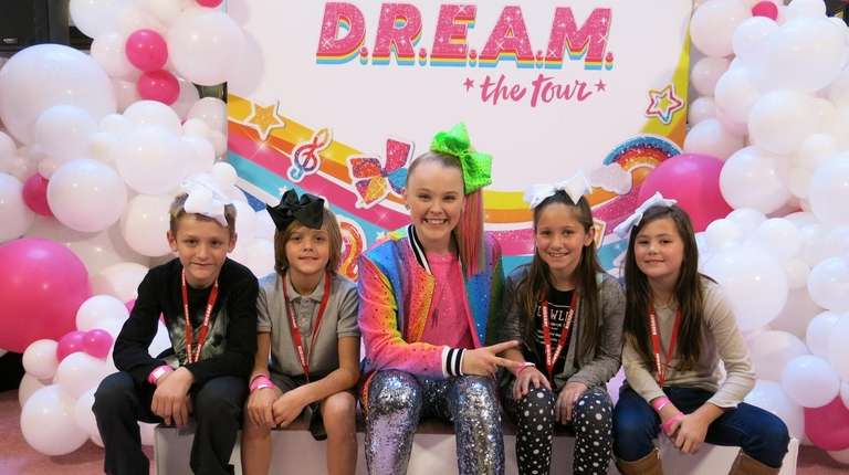Singer JoJo Siwa, center, with Kidsday reporters, from