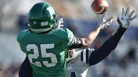 Will McCarthy #25 of Farmingdale tries to make