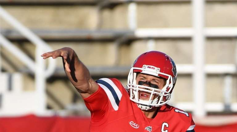 Joe Carbone was 16-for-23 for 178 yards and