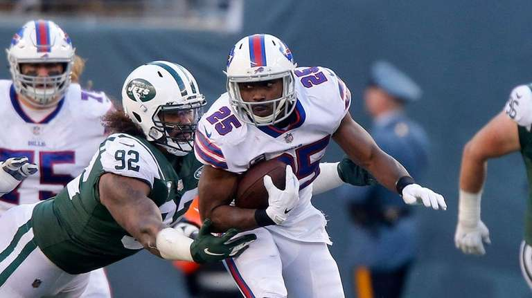 LeSean McCoy #25 of the Buffalo Bills runs