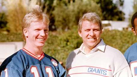 New York Giants head coach Bill Parcells, right,