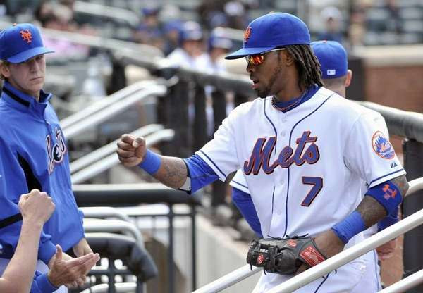 New York Mets' Jose Reyes (7) high-fives with