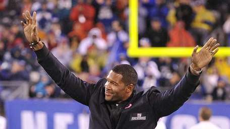 Michael Strahan returns the love as he is