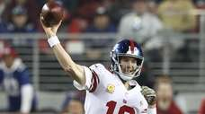 Eli Manning throws a pass during the Giants'
