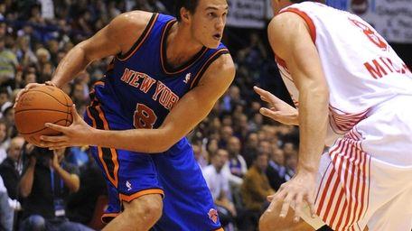 Danilo Gallinari faces Jonas Maciulis during the Knicks'