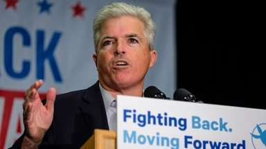 Steve Bellone speaks during a get out the