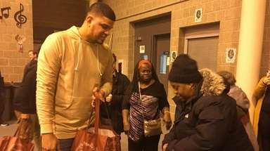 Yankees pitcher Dellin Betances hands out Thanksgiving turkeys