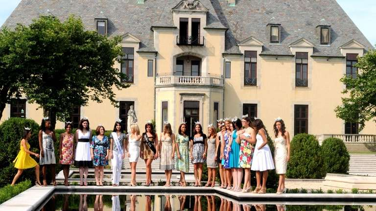 Miss New York 2008 contestants pose in a