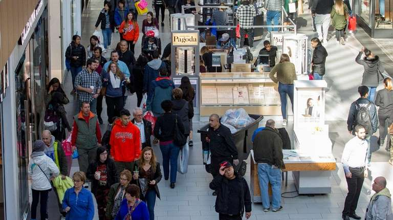 Shoppers fill Roosevelt Field mall for Black Friday
