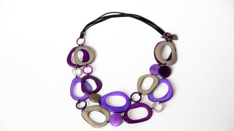 Artist Liliana Castillo made a tresvias necklace for