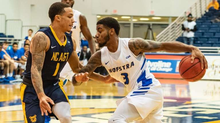 Hofstra guard Justin Wright-Foreman drives on North Carolina