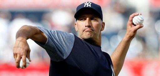 Former New York Yankee Andy Pettitte throws batting