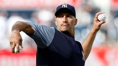 Former New York Yankee Andy Pettitte throws batting