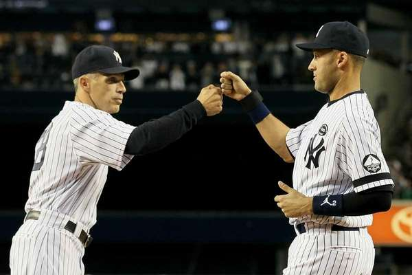 Manager Joe Girardi #28 (L) of the