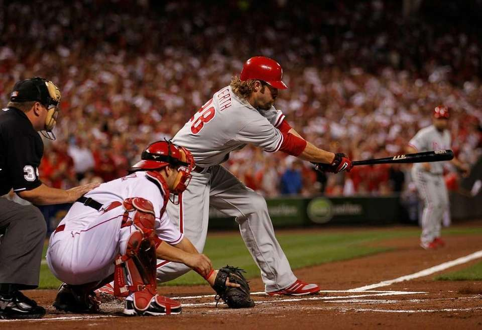 Jayson Werth #28 of the Philadelphia Phillies hits