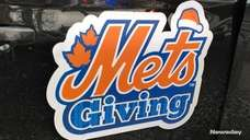 Mets manager Mickey Callaway helped distribute turkeys to