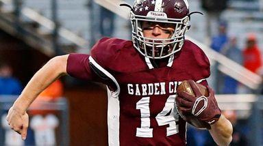 Colin Hart #14 of Garden City runs the